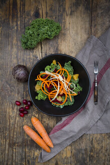 Salad with kale, beetroot, parsnips, carrots, orange and wolfsberries - LVF05682