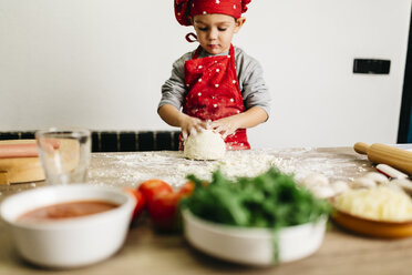 Little boy preparing pizza at home - JRFF01081