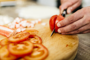 Slicing tomatoes in kitchen - JRFF01090