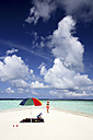 Maldives, Gulhi, mother and daughter on sandbank in shallow water - DSGF01249