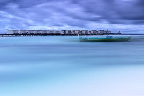 Maldives, Guraidhoo, boat in the sea water - DSGF01261
