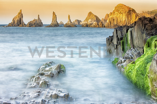 Spain, Asturias, The cliffs of El Silencio Gavieira near Cudillero - DSGF01271