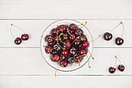 Bowl of sweet cherries on white ground - GWF04920