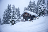 Austria, snow-covered hunting lodge - HHF05481