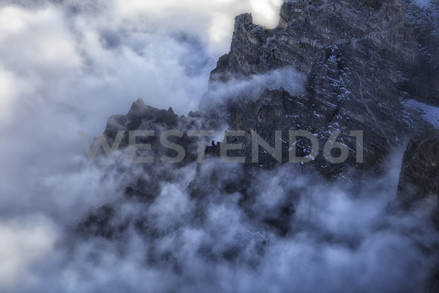 Spain, Canary Islands, La Palma, view across the Caldera de Taburiente from the Roque de los Muchachos at sunrise - DSGF01378