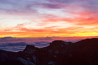 Spain, Canary Islands, La Palma, view across the Caldera de Taburiente from the Roque de los Muchachos at sunrise - DSGF01381