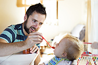 Father feeding baby at home - HAPF01211