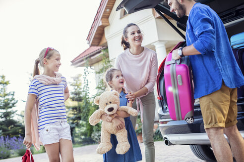 Happy family packing car for vacation - WEST22303