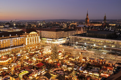 Germany, Dresden, Elevated view of Striezelmarkt Christmas market - BTF00459
