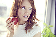 Portrait of redheaded woman with red apple - SRYF00149