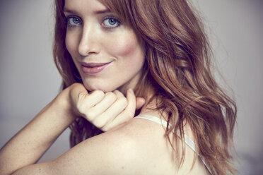 Portrait of smiling redheaded woman - SRYF00170