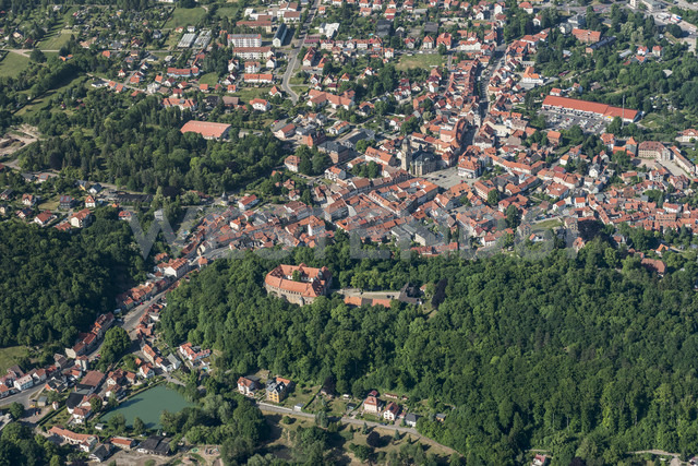 Germany, Waltershausen, aerial view of the city and Tenneberg Castle - HWOF00176 - HWO/Westend61