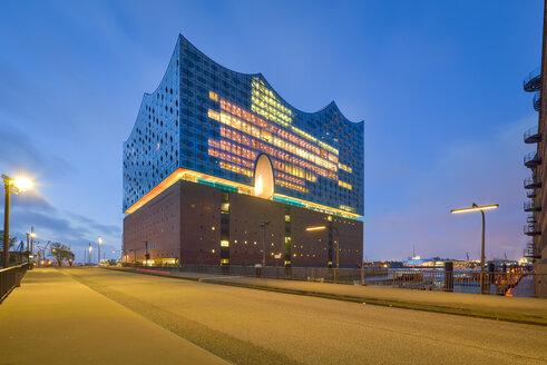 Germany, Hamburg, lighted Elbe Philharmonic Hall at morning twilight - RJF00649