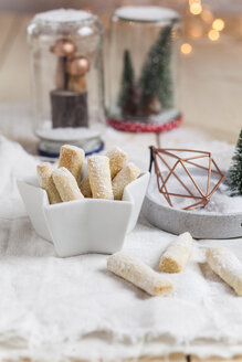 Vanilla cookies with icing sugar - SBDF03098