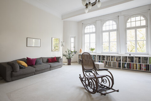 Spacious living room with rocking chair - RBF05366