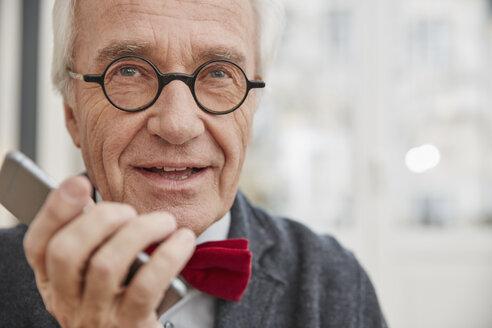 Senior man using cell phone - RHF01719
