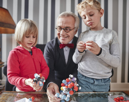 Grandfather and grandchildren with molecular model - RHF01740