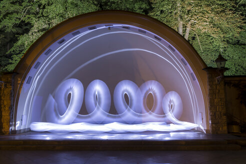 Light painting on outdoor stage - SJF00195