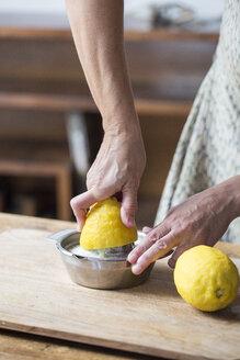 Woman squeezing lemon juice - ALBF00061