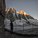 France, Chamonix, Argentiere hut, Les Droites, Aiguille Verte, man looking at mountaintop - ALRF00758