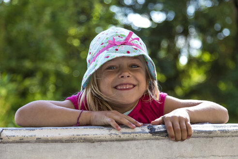 Portrait of little girl climbing on a wall - JFEF00815