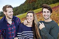 Happy friends in a vineyard - FMKF03381