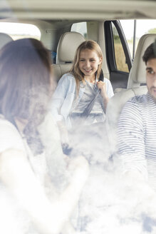 Parents doing a road trip with daughter - WESTF22347
