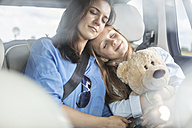 Mother and daughter on road trip sitting in car, sleeping - WESTF22371