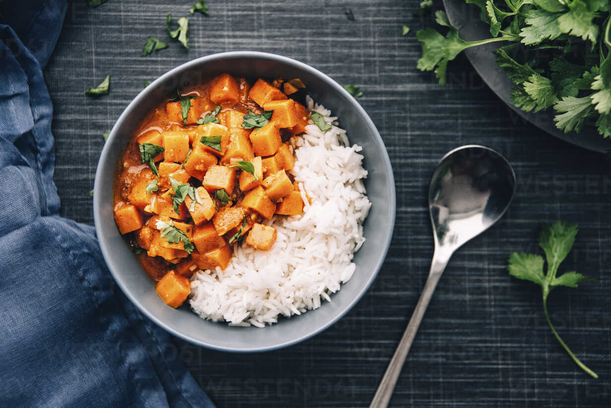 Bowl of sweetpotato ragout served with rice - IPF00346 - Ina Peters/Westend61