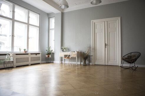 Spacious living room - RBF05514