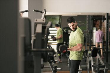 Man training biceps in gym - JASF01422
