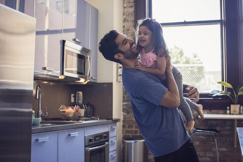 Father and daughter in kitchen - WESTF22460