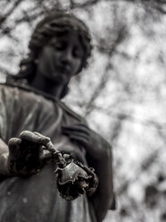 Statue on a graveyard - EJW00821