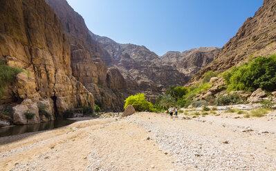 Oman, People walking in Wadi Tiwi - AMF05187