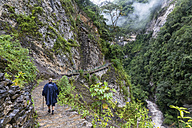 Peru, Amazonas Region, Cocachimba, tourist hiking towards Gocta waterfall - FOF08507