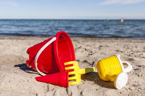 Sandbox toys on the beach - EGBF00172