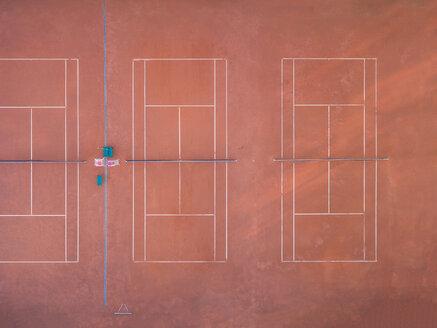 Empty tennis court, top view - MMAF00023
