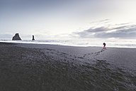 Iceland, South Iceland, photographer taking pictures of Vik Rock on Reynisfjara beach - EPF00240