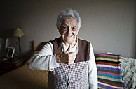 Senior woman giving thumbs up, smiling - RAEF01646
