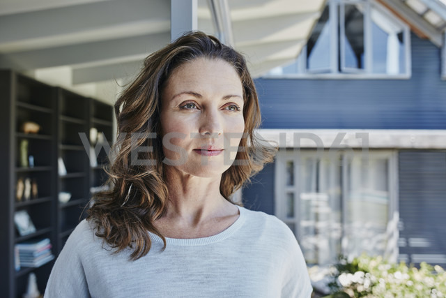 Woman at home, portrait - RORF00485