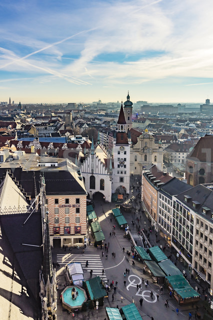 Germany, Munich, view to Viktualienmarkt, old town hall and Holy Spirit Church from above - THA01882