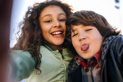 Portrait of two children taking a selfie - MGOF02791