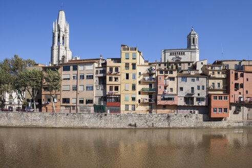 Spain, Girona, Basilica of San Felix and Cathedral of Santa Maria behind houses at Onyar River - ABOF00146