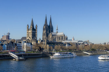 Germany, Cologne, view to Gross Sankt Martin and Cologne Cathedral - MHF00405