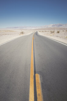 USA, California, Death Valley, deserted highway - EPF00265
