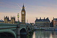 UK, London, River Thames, Big Ben, Houses of Parliament and Westminster Bridge at dusk - GFF00924