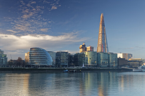 UK, London, Southwark with City Hall and The Shard - GFF00945