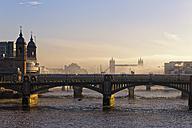 UK, London, Cannon Street Railway Bridge and Tower Bridge in haze - GFF00948