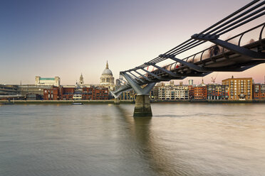 UK, London, St Paul's Cathedral and Millennium Bridge at dusk - GFF00954