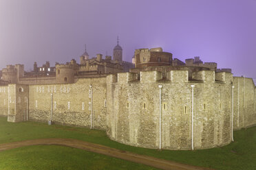 UK, London, Tower of London in haze - GFF00972